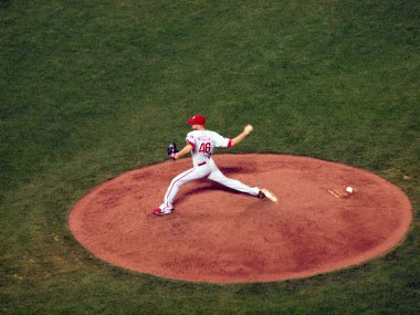 Phillies reliever Ryan Madson steos firward to throws hard from