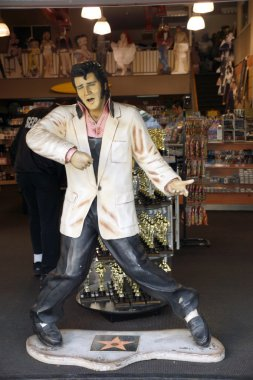 Replica of Elvis Presley singing in a souvenir store on Hollywoo
