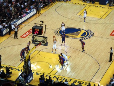 Golden State Warriors Player Stephen Curry shoots free throw sho