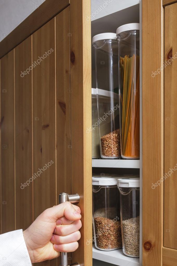 Cuidado de almacenamiento en la cocina — Foto de stock © Koldunov ...