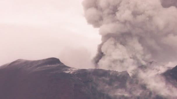 Powerful Volcanic Explosions On Tungurahua Crater