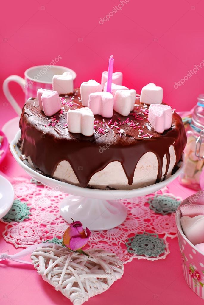 Valentinstag Kuchen Mit Herzformigen Marshmallow Dekoration