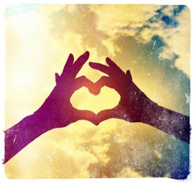 "Картина, постер, плакат, фотообои ""две руки образуют сердце в небе "", артикул 53620929"