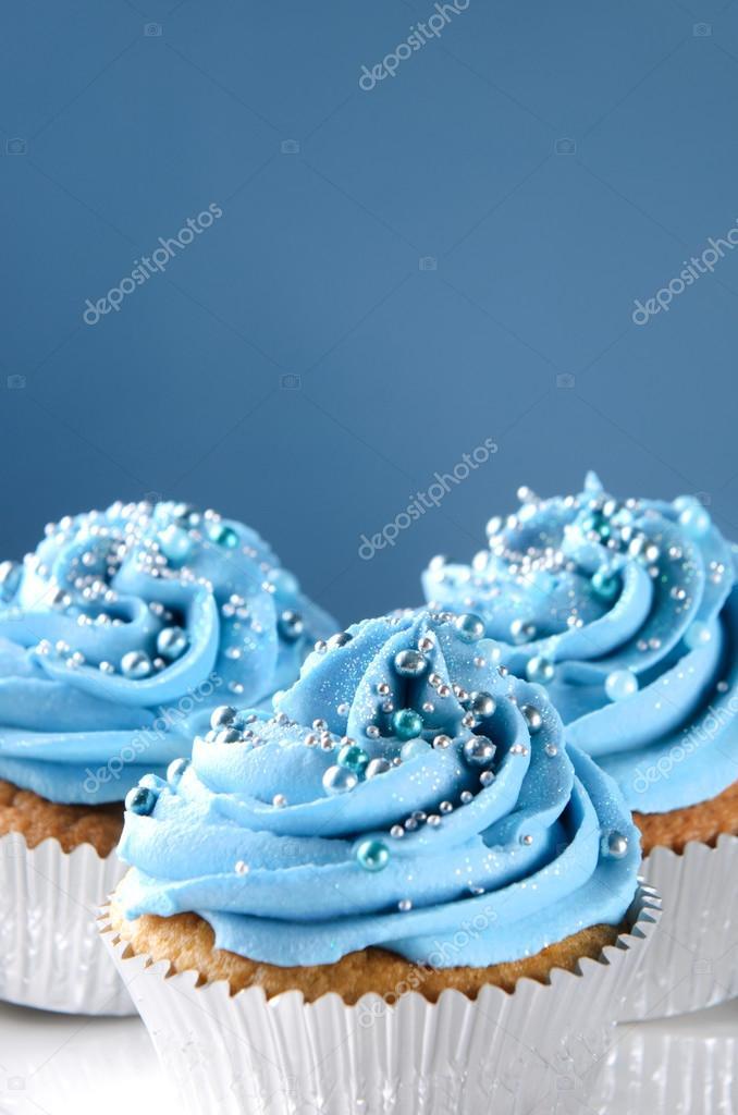 Cupcakes Azuis Com Prata Decoracoes Stock Photo