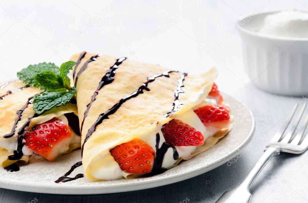 pancakes with strawberries - HD4000×2650