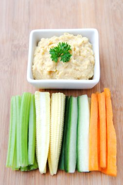chickpea dip with vegetable sticks