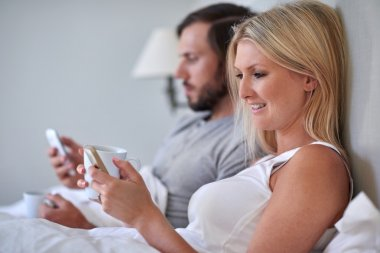 couple with mobile cell phones