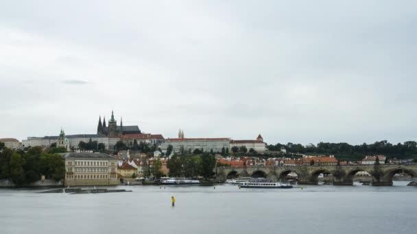 Včasná prodleva lodí na řece v Praze, Česká republika