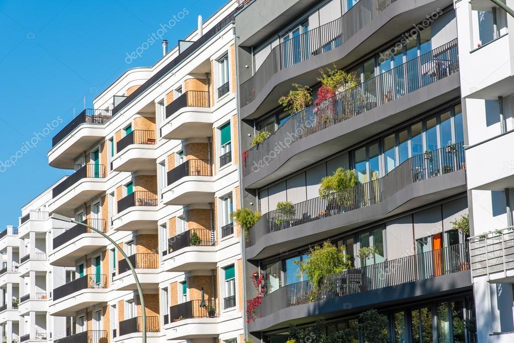 Le facciate di alcune case moderne foto stock for Le case moderne
