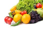 frutta e verdura, isolato su sfondo bianco