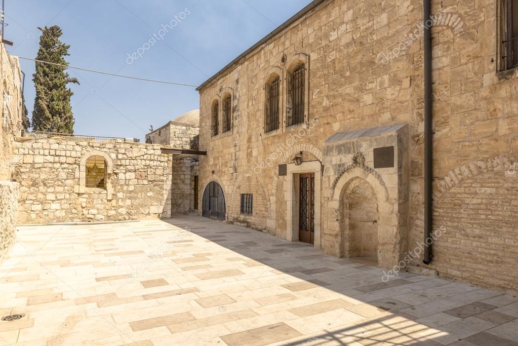 Calles estrechas de vieja jerusal n arcos y casas de for Casas estrechas