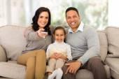 Fényképek Fiatal család Tv-nézés