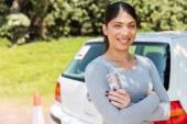 žena zobrazeno řidičský průkaz