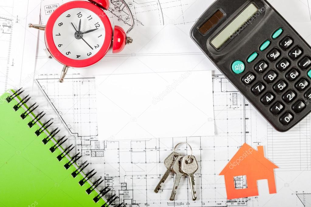 Musterhaus am Bauplan für Hausbau — Stockfoto © Alex_Ishchenko #97814774