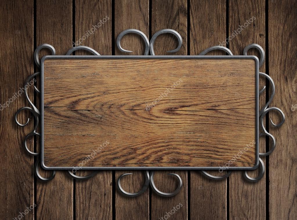 Placa de madera vieja o letrero en marco de metal de puerta vintage ...