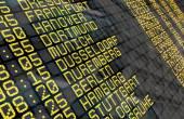 Flughafen-Abflugtafel mit deutschen Zielen