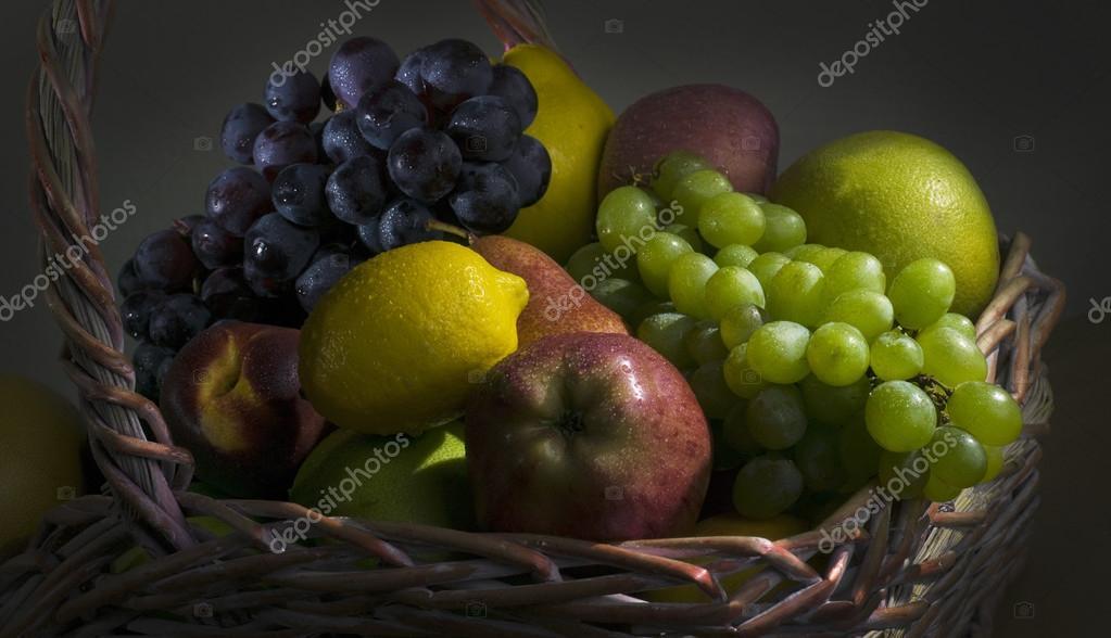 Cesto di frutta natura morta foto stock alan64 105638372 for Cesto di frutta disegno