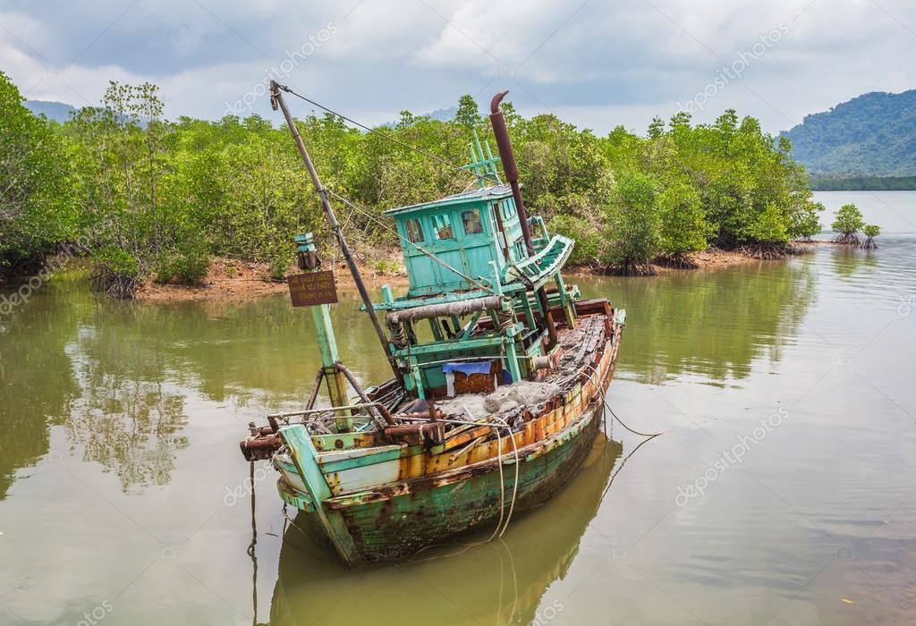 sailboat sank after serious storm