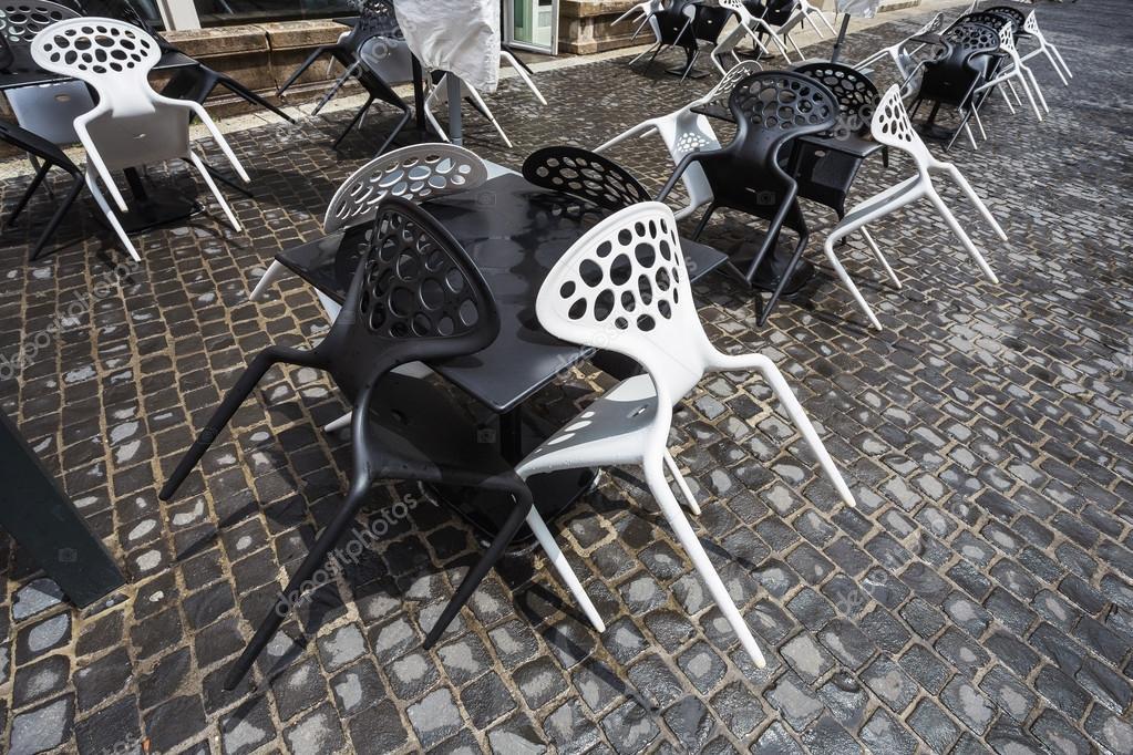 Sedie In Plastica Stock.Sedie Di Plastica Bianco E Nero Foto Stock C Alan64 86912266