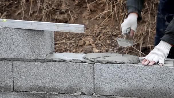 zedník Malty k vybudování zdi