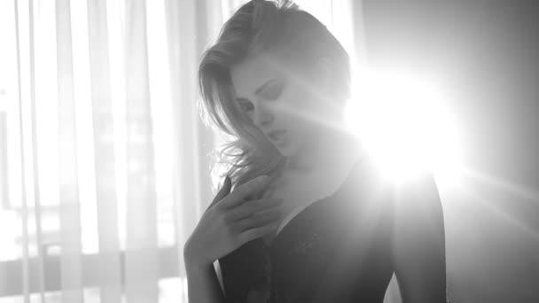 hezká žena, sundala spodní prádlo