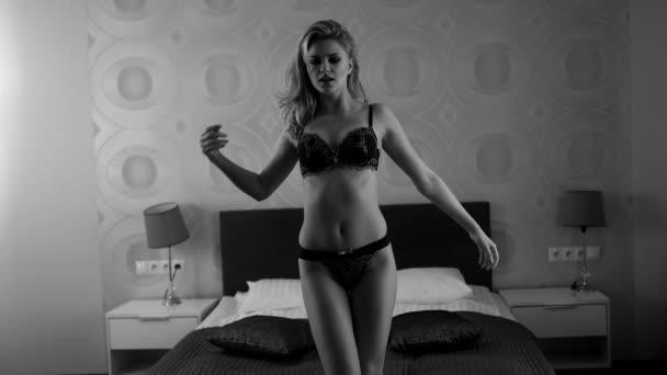 Schöne sexy Dame in eleganten Dessous