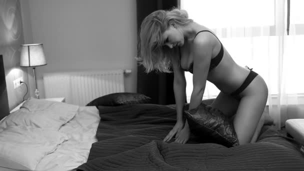 Krásná sexy dáma v elegantní spodní prádlo