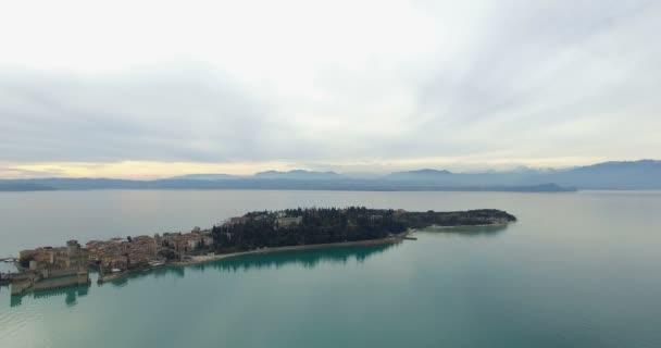 Letecká anténa: jezero Garda Palazzo, Itálie