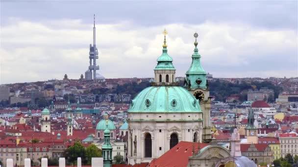 Kostel sv. Mikuláše, Kostel sv. Jakuba. Mikule a ikov Televizní věž v Praze panorama, Česká republika.