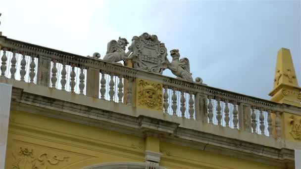 Architektonische Details im antiken Split, Kroatien, Wappen, Kroatisches Nationaltheater.