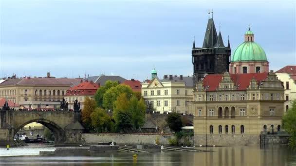 Karlův most a Pražské Staré Město. Vltava, Karlův most a Staré Město Praha, Česká republika.