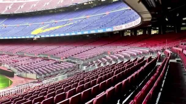 Prázdné stánky na největším fotbalovém stadionu v Evropě: Barcelona FC Camp Nou, Barcelona, Španělsko.
