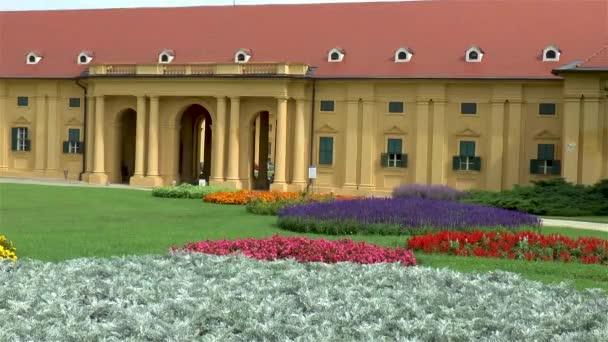 Částečný pohled na Lednicko-valtickou kulturní krajinu - stabilní a zahradní - na jižní Moravě.