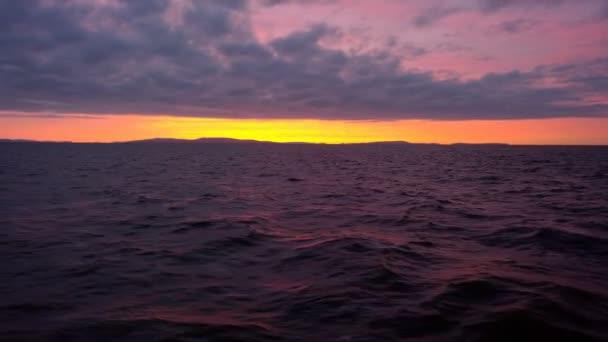 západ slunce na moři