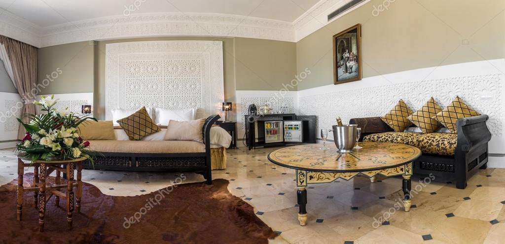Marokkaanse kamer met eigen badkamer — Stockfoto © pierivb #109179050