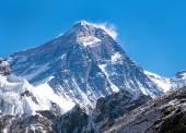 Vrcholu Mount Everestu z údolí Gokyo
