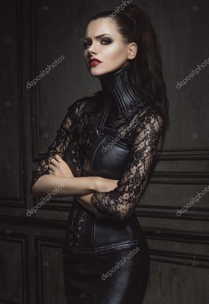 Порно смотреть фото девушек в кожаной одежде молодых