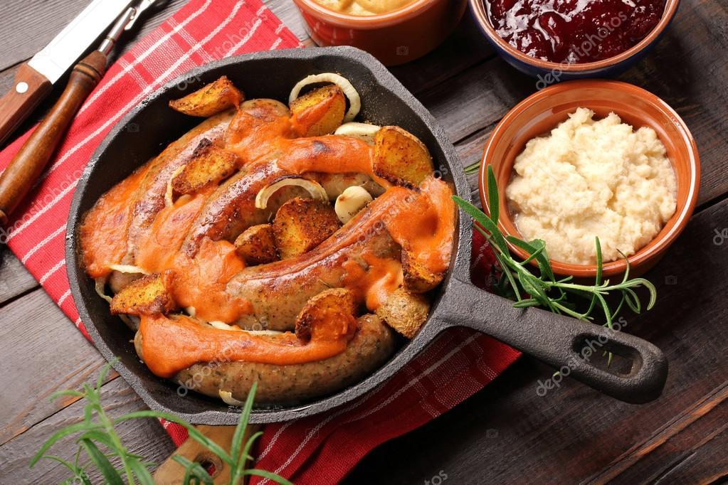 Сосиски с соусом барбекю барбекю и печь вместе фото