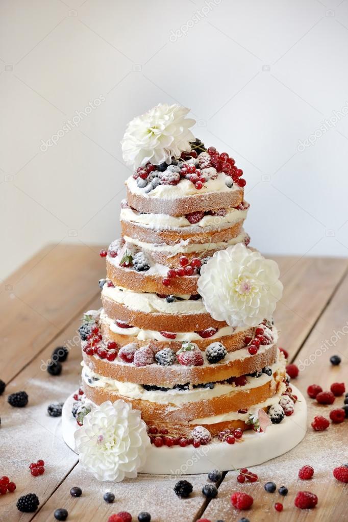 Torta Matrimonio Rustico : Esküvői virágok fa háttér rusztikus meztelen torta — stock