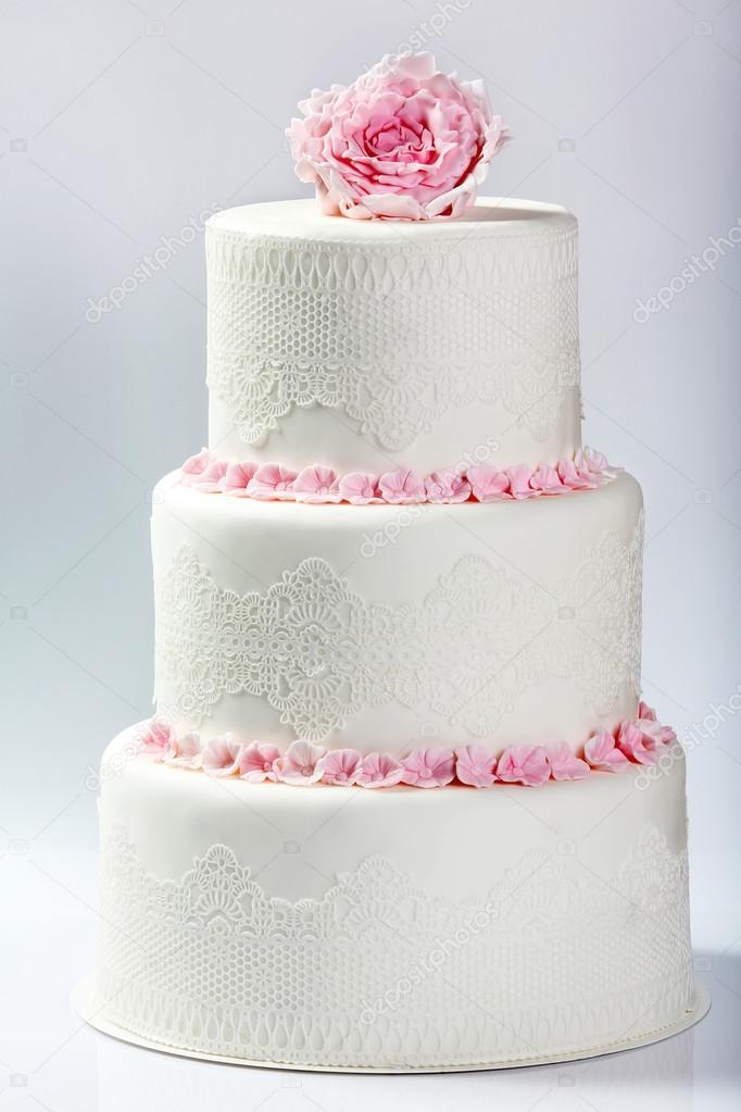 Gâteau De Mariage Blanc Avec Rose Rose Photographie