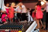 Fotografie Tanzende Paare während Party oder Hochzeit feiern