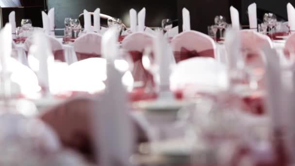 Tisch set für Veranstaltung Party oder Hochzeitsfeier mit Folgen Fokus erschossen