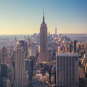 pohled na panorama Manhattanu a mrakodrapy v sunrise, New York C