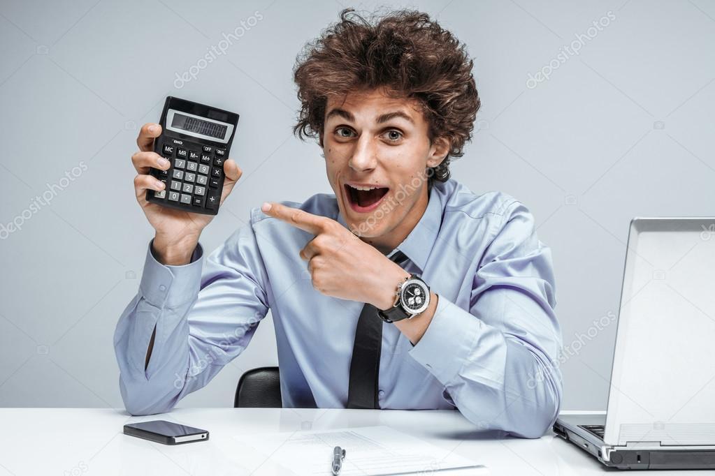 Resultado de imagen para imagenes hombre con calculadora