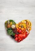 Fotografia Simbolo del cuore. Concetto di dieta di frutta. Concetto di mangia sano
