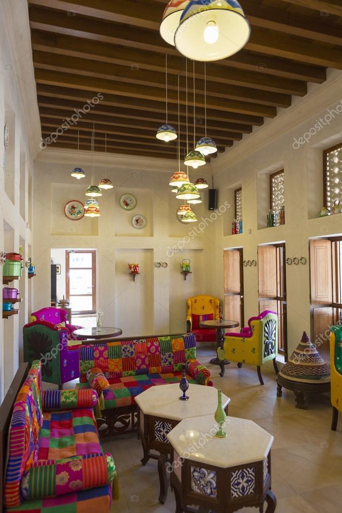 Arabische interieur en woonkamer met decoratie in Dubai. Verenigde ...