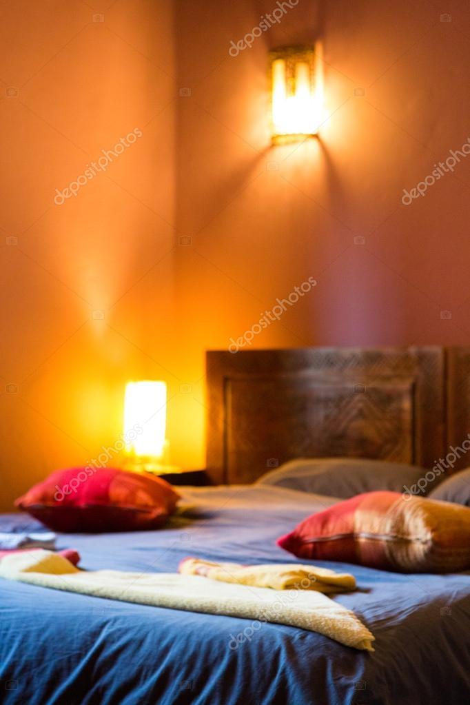 authentieke Marokkaanse slaapkamer in traditionele riad — Stockfoto ...