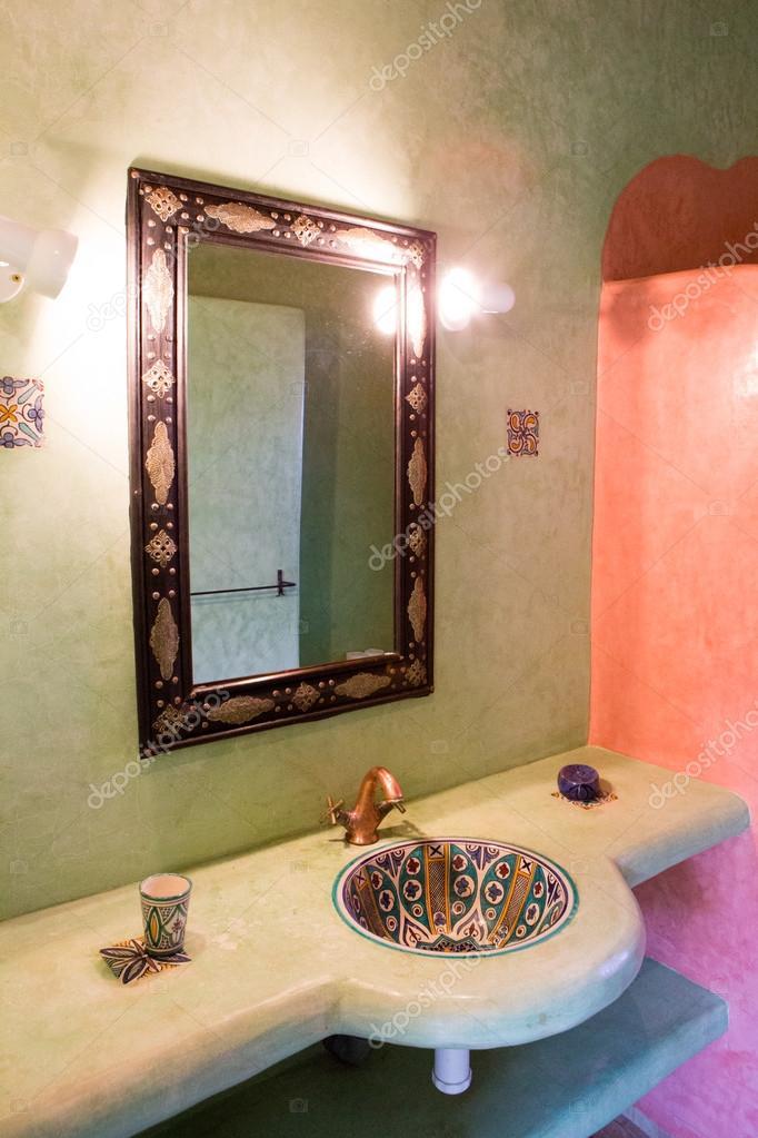 klassieke Marokkaanse badkamer — Stockfoto © piccaya #54829797