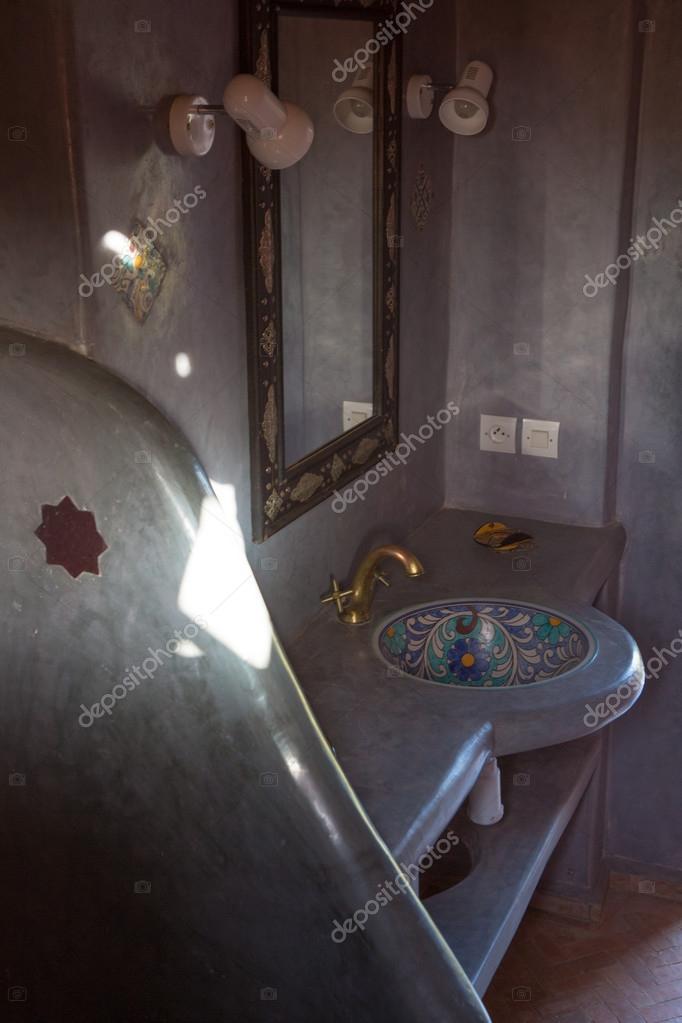 klassische marokkanische Badezimmer — Stockfoto © piccaya #54833353