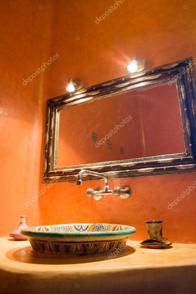 klassieke Marokkaanse badkamer — Stockfoto © piccaya #54834817